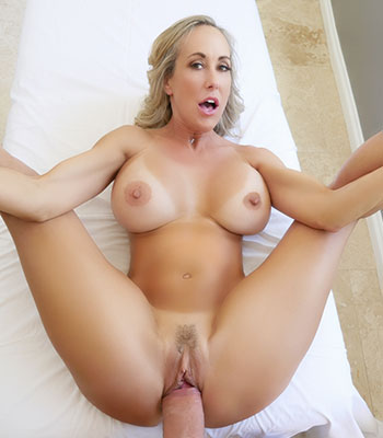 Brandi Love On Pure Mature In Courtyard Cougar