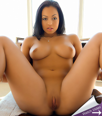Busty indian strips and plays for the cam 4