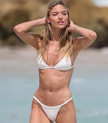Bikini com absolute models